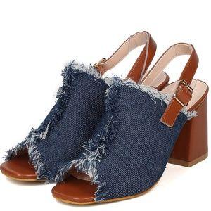 Shoes - 🆕️6 HOURS PRICE DRO👉Blue Denim Distressed Slingb